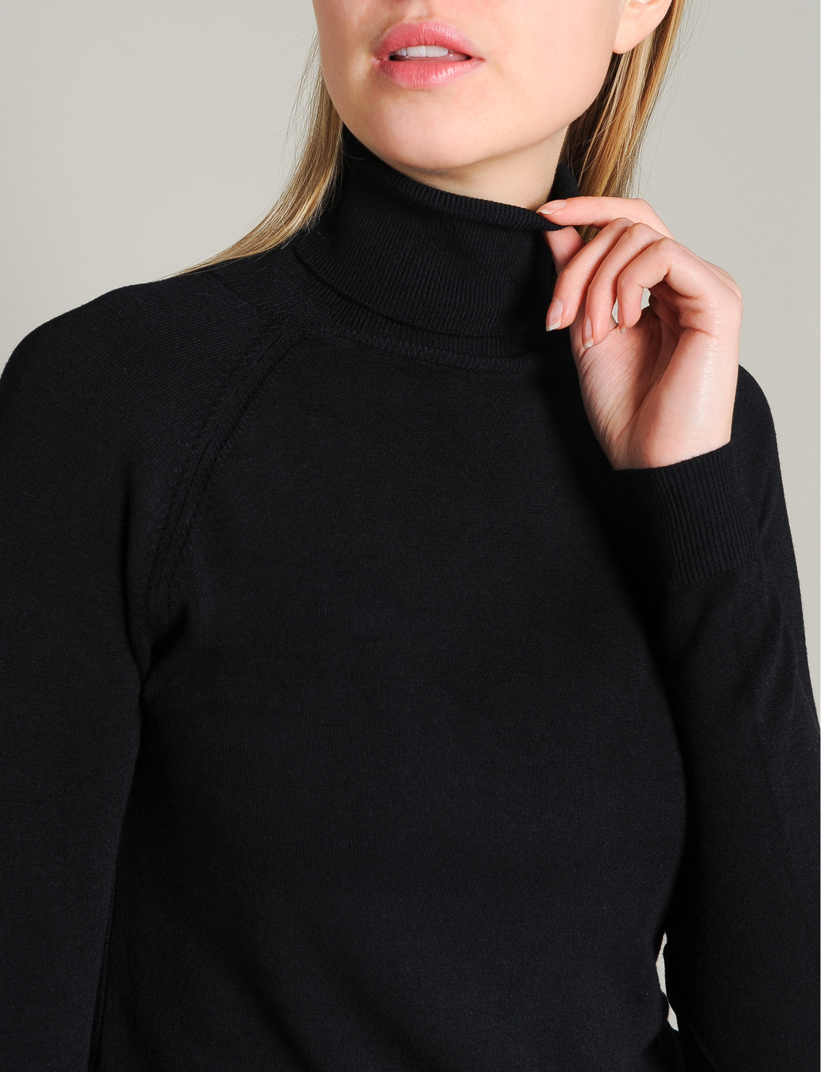 Summum Woman Turtleneck, Black